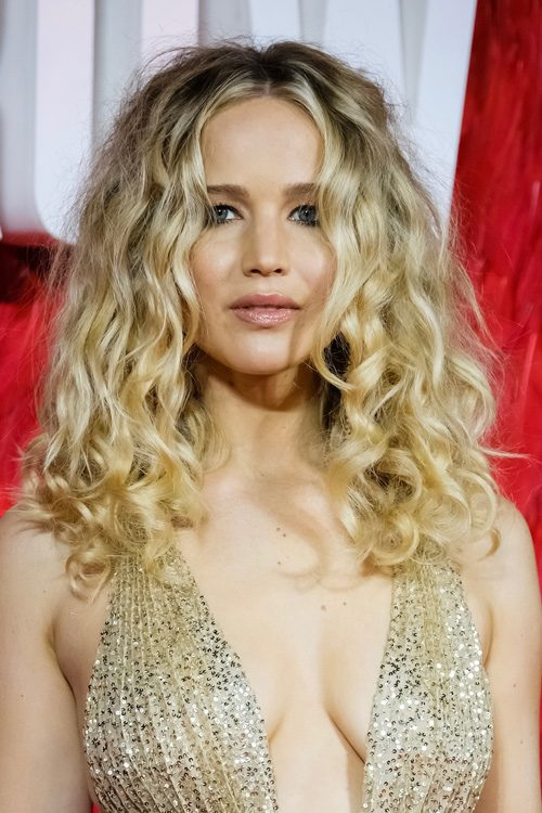 Jennifer Lawrences Hairstyles Hair Colors Steal Her Style