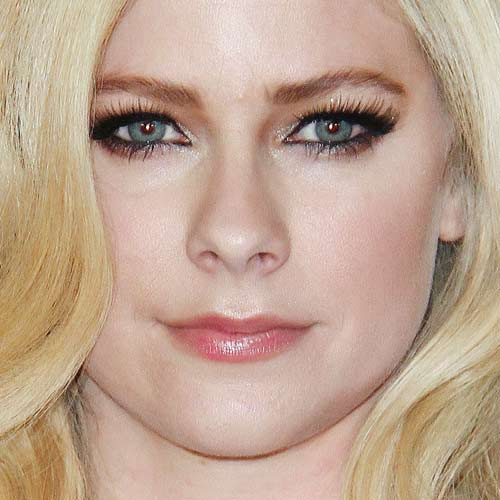 8a0082619 Avril Lavigne's Makeup Photos & Products | Steal Her Style