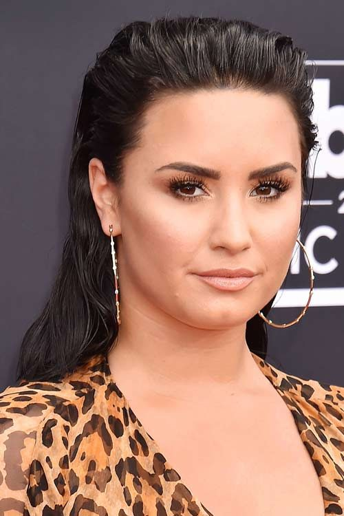 Demi Lovato S Hairstyles Hair Colors Steal Her Style