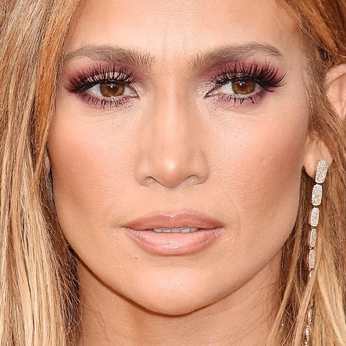 9ca923f67d1 Jennifer Lopez s Makeup Photos   Products