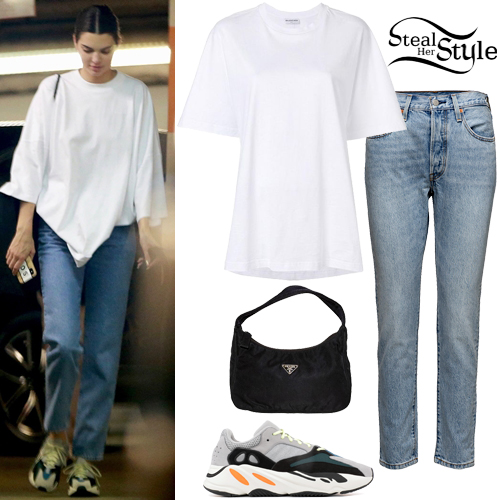 8db40ab5d6378d Kendall Jenner: White T-Shirt, Blue Jeans | Steal Her Style