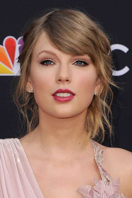Taylor Swift S Hairstyles Hair Colors Steal Her Style