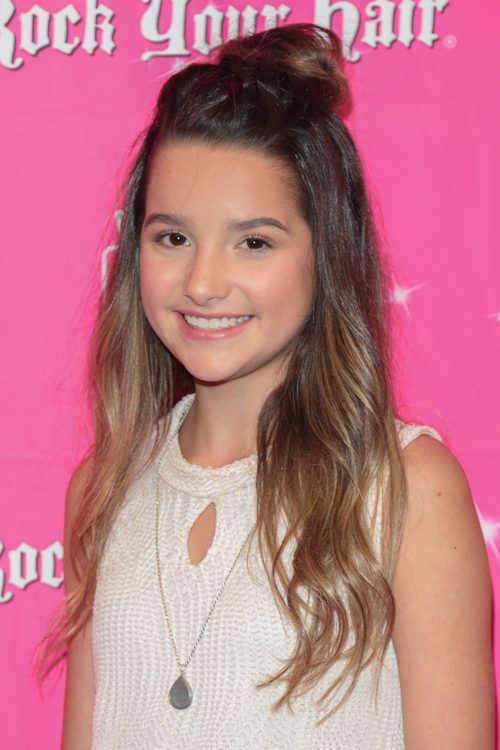 Annie Leblanc S Hairstyles Hair Colors Steal Her Style