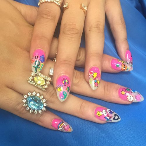 8 Celebrity Nail Art Photos With Lightning Bolt Steal Her Style
