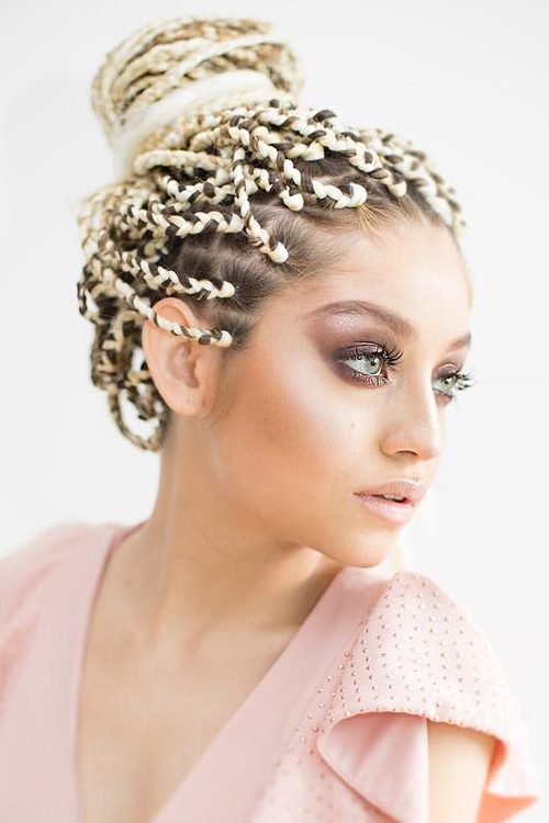 Karol Sevilla S Hairstyles Amp Hair Colors Steal Her Style