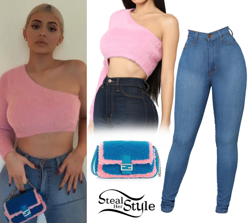 656f657c0e9 Kylie Jenner  Pink Crop Sweater