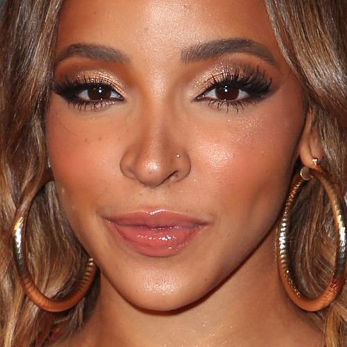 Tinashe Makeup: Black Eyeshadow, Brown Eyeshadow, Gold